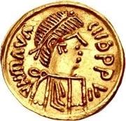 1 tremissis Au nom de Maurice Tiberius, 582-602 (Victoire au visage brut et aux casque-cheveux; bande incurvée vers le bas) – avers