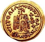 1 tremissis Au nom de Maurice Tibère, 582-602 (Victoire au visage brut et aux casque-cheveux; bande incurvée vers le bas) – revers