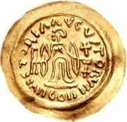 1 tremissis Au nom de Maurice Tibère, 582-602 (Victoire au visage brut et aux casque-cheveux; bande incurvée en haut) – revers