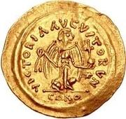 1 tremissis Au nom de Justin II, 565-574 (Victoire face à droite; avec étoile et debout) – revers