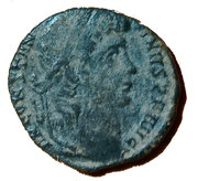 "Follis - Constantin Ier ""le Grand"" (GLORIA EXERCITVS, un seul étendard, Constantinople) – avers"