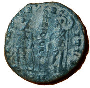 "Follis - Constantin Ier ""le Grand"" (GLORIA EXERCITVS, un seul étendard, Constantinople) – revers"