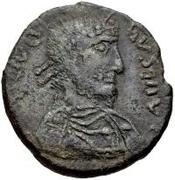 Æ bronze Au nom de Julian II, 361-363 (une étoile au dessus du taureau) – avers