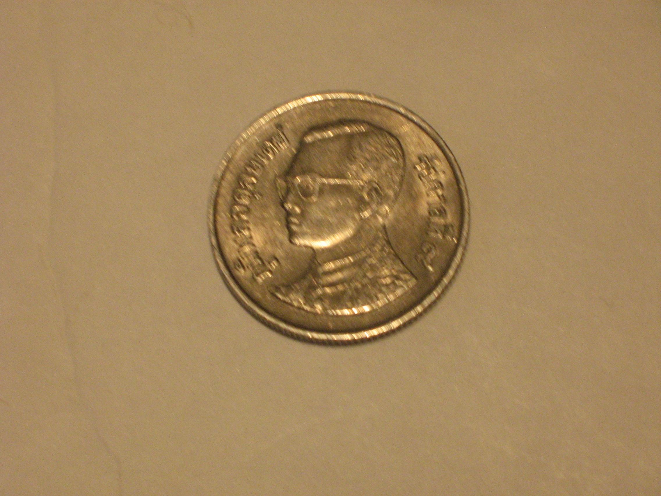 piece de monnaie avec un homme a lunette